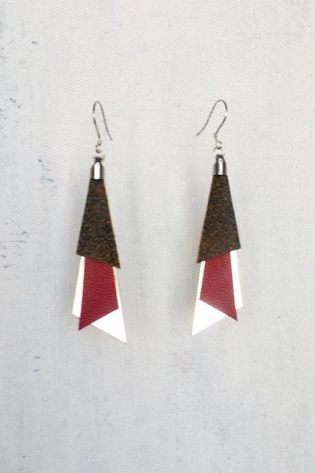 Tri red leather earrings - Pendientes cuero Tri rojo